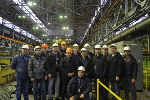 "Visit of a group of students from Gazpromneft Khantos, Gazpromneft Yamal, Gazpromneft Orenburg, Gazpromneft Vostok and Messoyakhaneftegaz in the framework of the training course of the center ""Compressor, vacuum, compressor equipment and pneumatic systems"" to NAO ""Compressor complex"". On the photo, a group of students with the Director of the center S. V. Kartashov and the commercial Director of the Compressor complex company V. V. Denisenko."