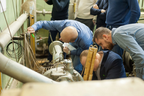 Laboratory operations conduct on the stands of the CVRE Department a group of advanced training courses students from Gazprom Neft