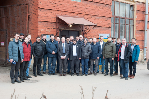 """Experts of the scientific and engineering center """"Compressor, vacuum, refrigeration and pneumatic systems"""" N. A. Sadovsky and A. A. Lebedev with a group of students of advanced training courses from Gazprom transgaz St. Petersburg, VNIPIgazdobycha, Sakhalin energy, Severstal and HMS Neftemash on a tour (within the course) at the Department """"Kvicht""""."""