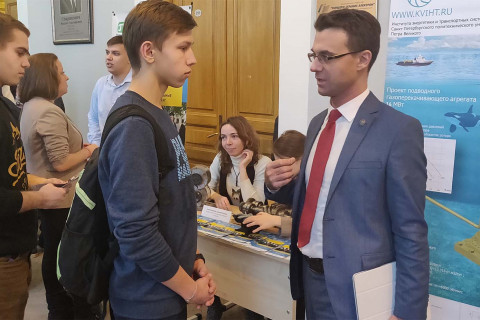 """Head of the Department """"Compressor, vacuum and refrigeration engineering"""" - acting Director of the Institute of energy and transport systems Yuri Kozhukhov at the stand of the Department at the IETS Open Day 2019"""