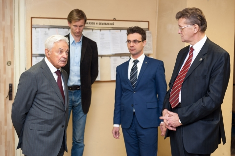 Visit of the NPO Iskra General Directo, M. I. Sokolovsky to the CVRE Department