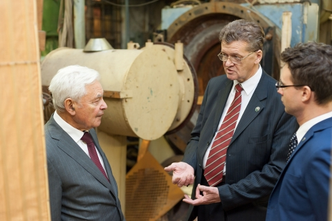 General Director of NPO Iskra, M. I. Sokolovsky in the machine room test stand CVRE Department