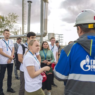 "Visit of the project manager of the scientific-engineering center ""Compressor, vacuum, refrigeration equipment and pneumatic systems"" A.A. Aksenov and students of the Compressors sector of St. Petersburg Polytechnic University for production facilities of Gazprom dobycha Astrakhan LLC"