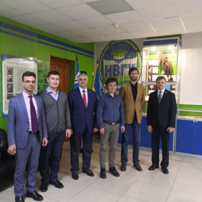 "In the photo, from left to right: the scientific director of the scientific-engineering center ""Compressor, vacuum, refrigeration equipment and pneumatic systems"" Yu.V. Kozhukhov, Senior Researcher, ISEM SB RAS A.V. Aleksev, Vice-rector for educational activities of the Nizhnevartovsk State University G.V. Malgin, Researcher, ISEM SB RAS A.V. Domyshev, Director of the Scientific and Engineering Center KVHTiPS S.V. Kartashov, First Vice-Rector of NVSU D.A. Pogonyshev"