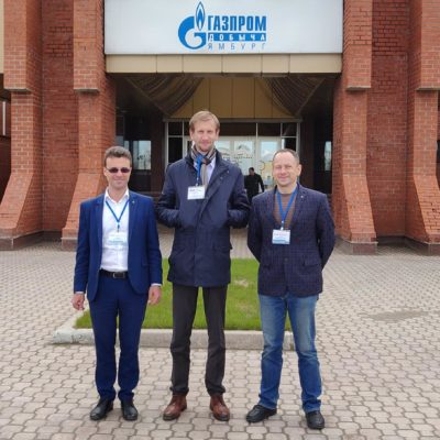 "From left to right: head of the scientific group of KViHT Yu.V. Kozhukhov, deputy. the head of the KViHT group S.V. Kartashov, commercial director of JSC ""NPO"" Geliymash ""A.E.Sychkov"