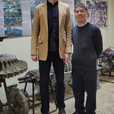 "Director of the scientific-engineering center ""Compressor, vacuum, refrigeration equipment and pneumatic systems"" S.V. Kartashov, with a graduate of the Department of KViHT - Head of the PetroVietnam Department Nguyen Ming Hai"