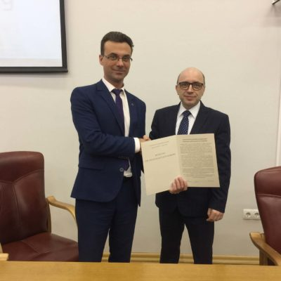 "The diploma delivery by the acting institute of energy and transport systems director - head of the ""Compressor, vacuum and refrigeration engineering"" department Y. V. Kozhukhov to the acting director of the Institute of nuclear energy (branch) SPbPU in Sosnovy Bor E. K. Feshchenko"